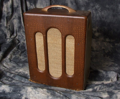Bronson_Melody-King-Amp_(C)_Front
