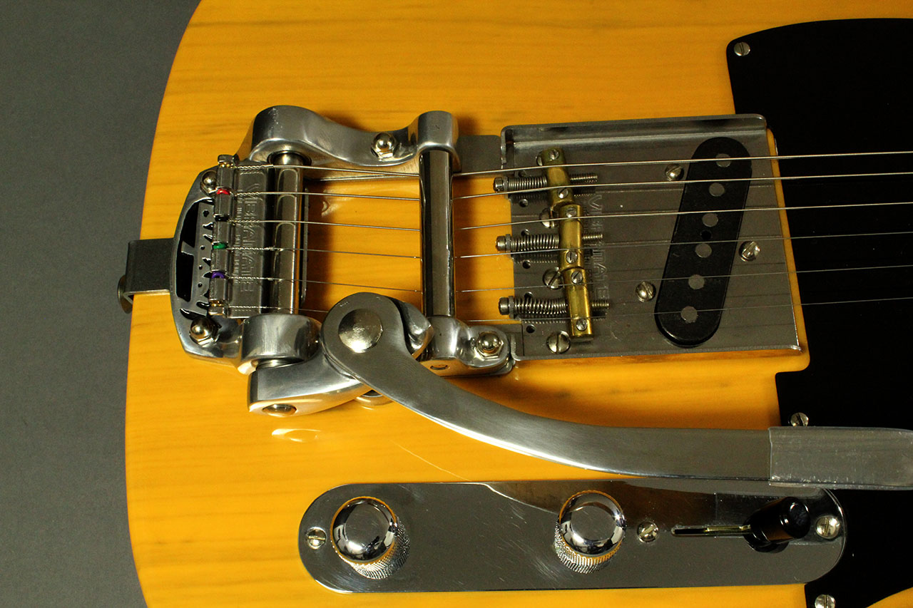 Fender_1952_tele_reissue_vibramate_top_detail_1