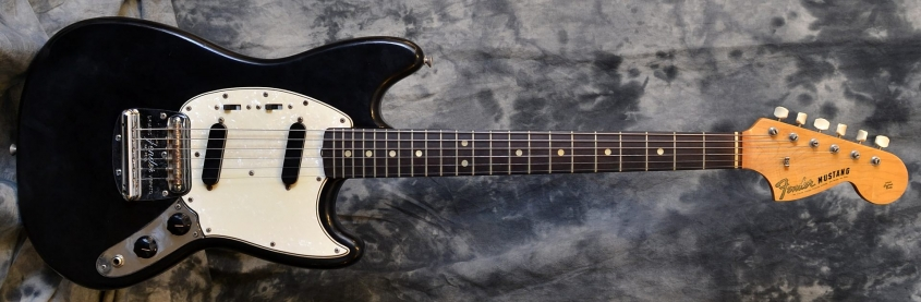Fender_Mustang_Blk_1967(C)_Front