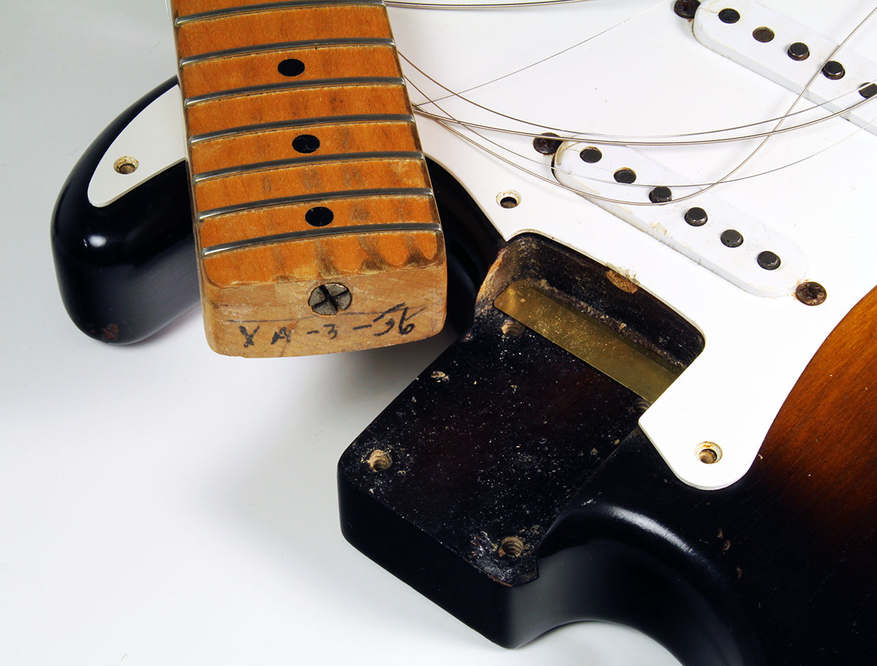 Fender_strat_1956_cons_neck_date_1