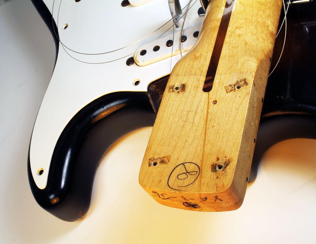 Fender_strat_1956_cons_neck_initial_1