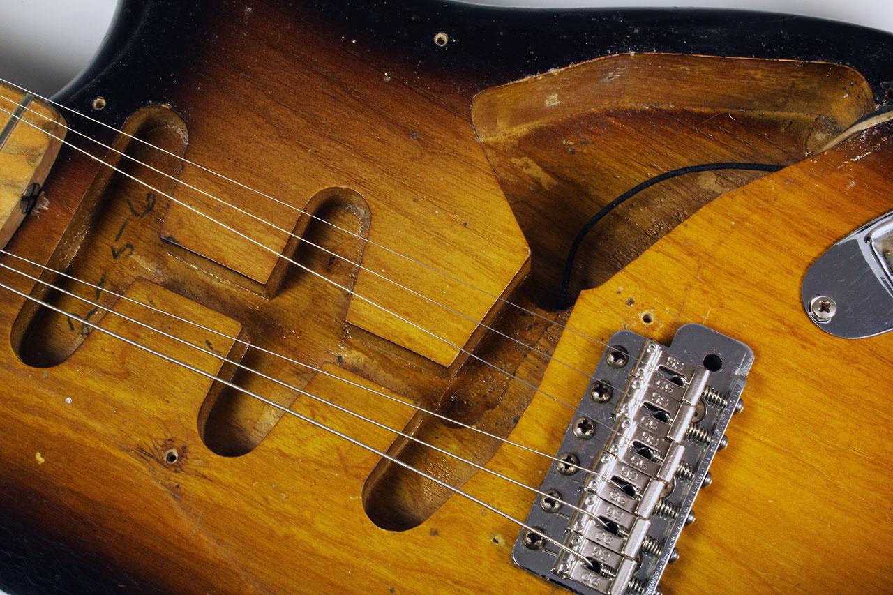 Fender_strat_1956_cons_routes_1