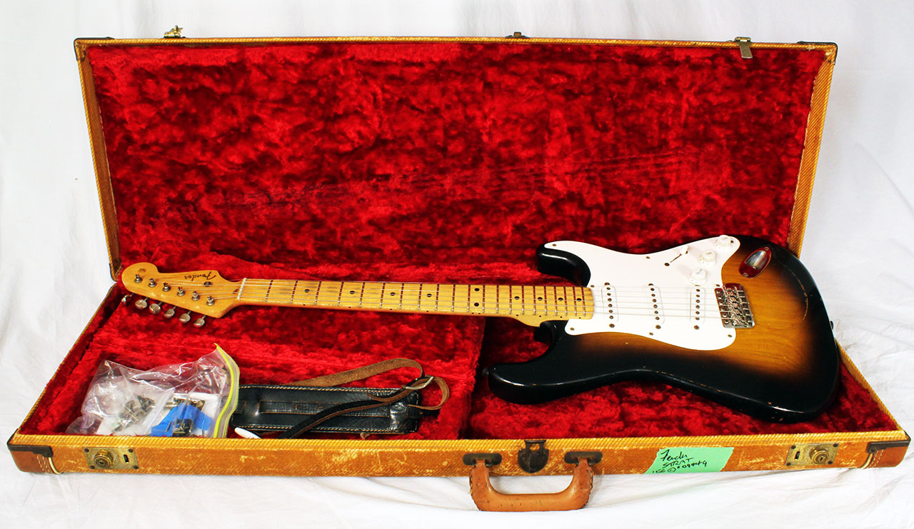 Fender_strat_1956_cons_with_case_1