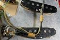 Fender_strat_1961_coral_pickups_3