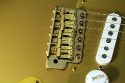 Fender_strat_gold_LTD_1989_cons_bridge_1