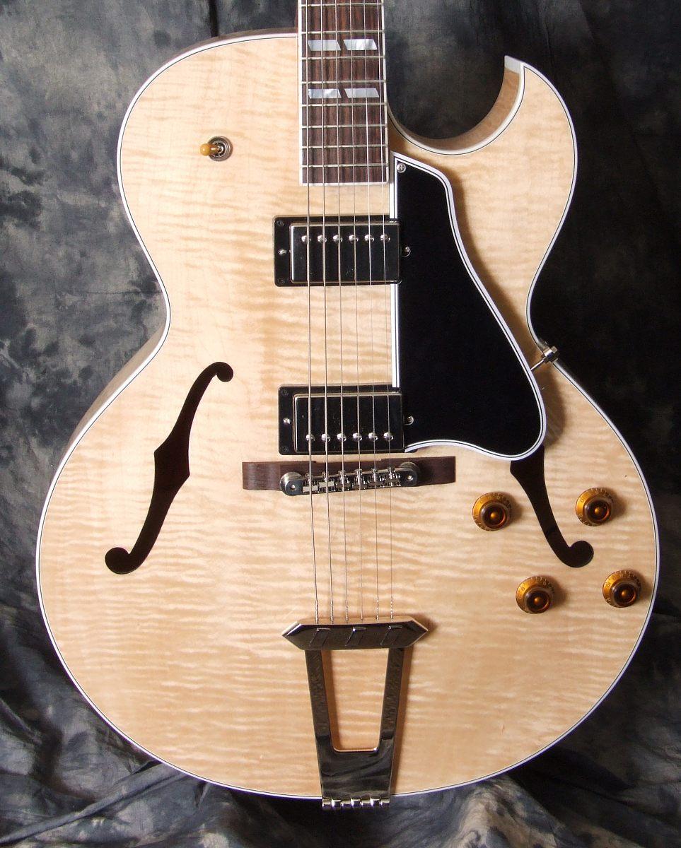 Gibson_ES175_2010(C)_top
