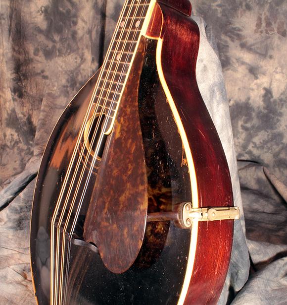 gibson_mandola_1918_pickguard1