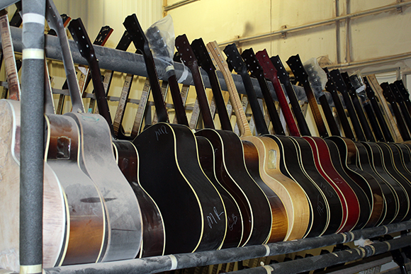 gibson_tour_shop_inspection_rack_1
