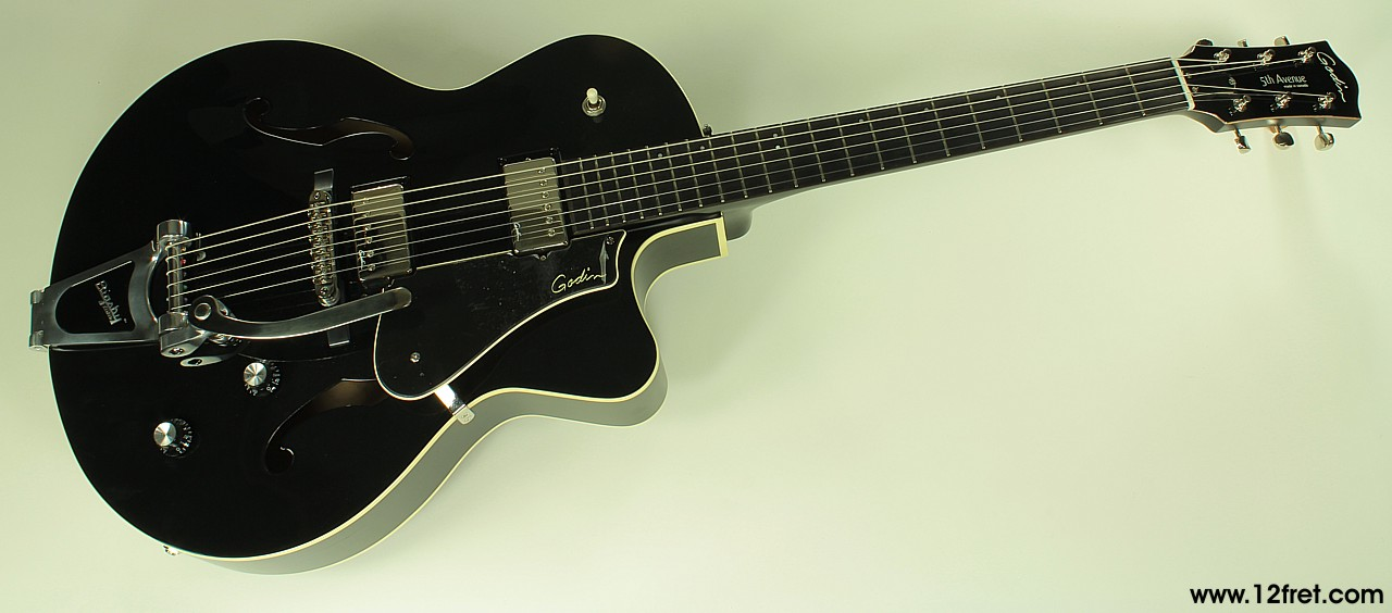 Godin 5th Avenue Uptown GT black, front view