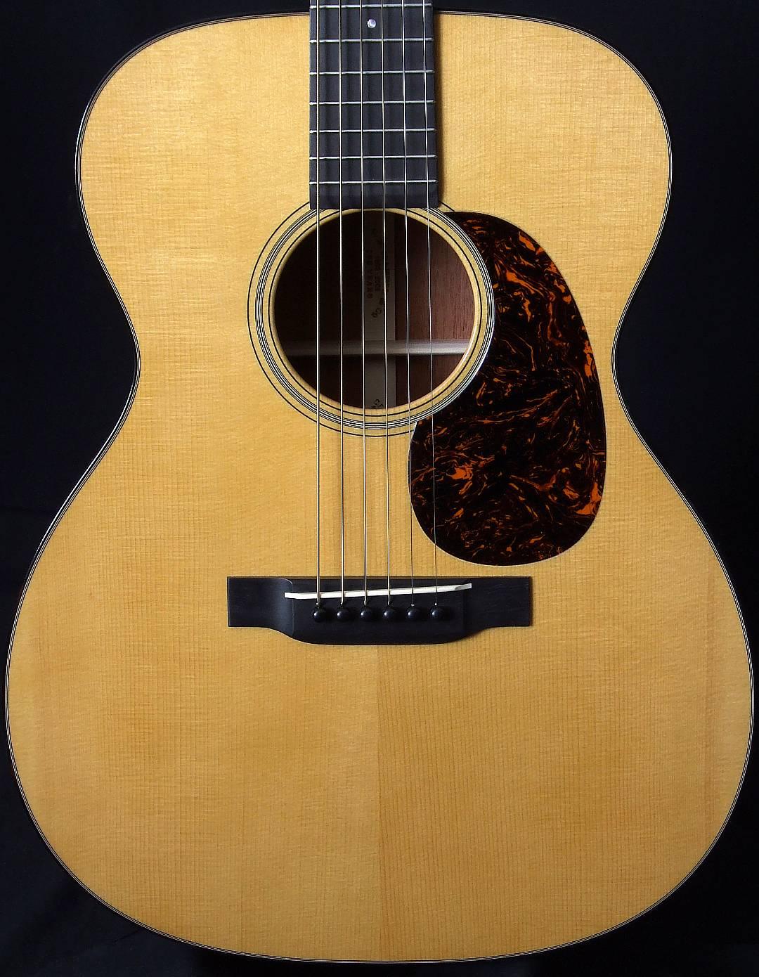 Martin_000-18_Authentic_1937_guitar_top