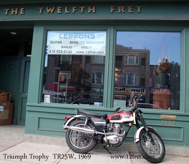 triumph-trophy-1969-shop-1
