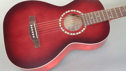 Art-and-Lutherie-Ami-Spruce-Burgundy-top