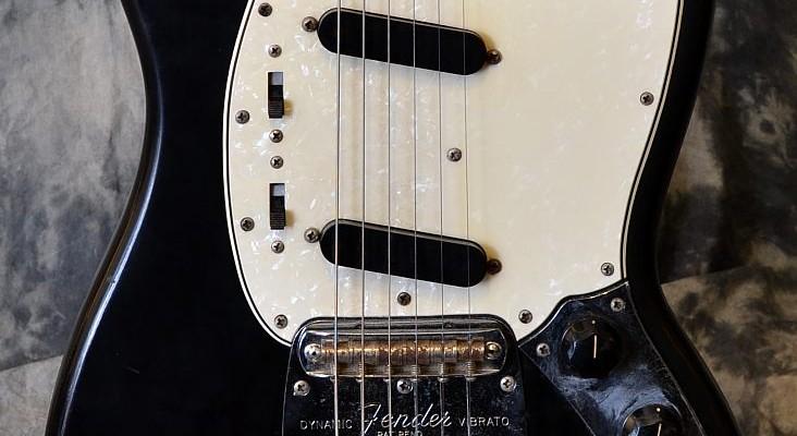 Fender_Mustang_Blk_1967C_Top