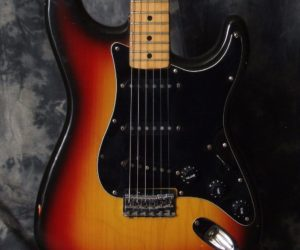 Fender Strat Hardtail 1977 (Consignment) No Longer Available