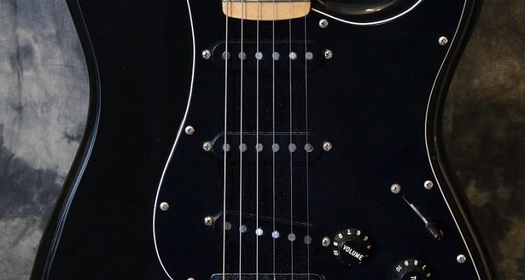Fender_Strat_Hardtail_1979C_top