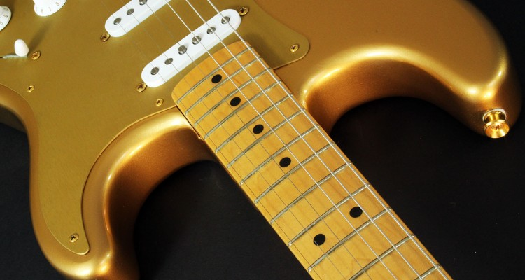Fender_strat_gold_LTD_1989_cons_neck_joint_3
