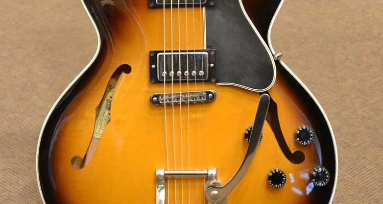 Gibson_ES-135_2002C_top
