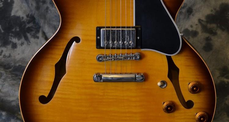 Gibson_ES-335_2000C_top