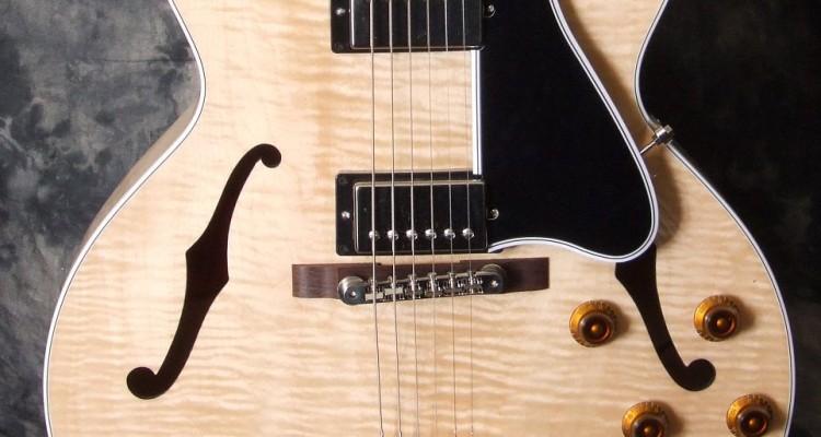 Gibson_ES175_2010C_top
