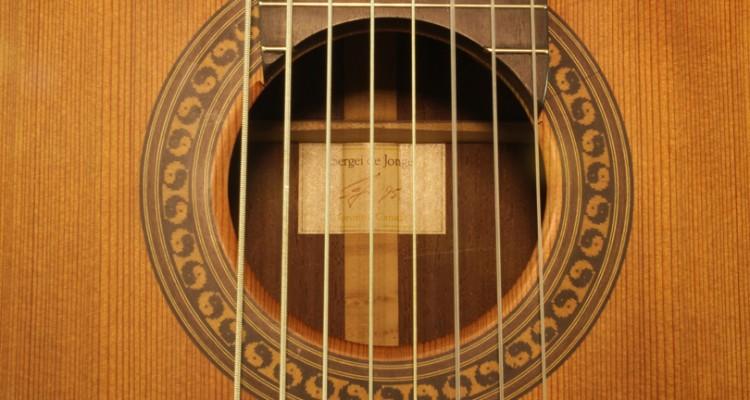 Sergei-de-Jonge-8-String-Classical-Guitar-1995-label