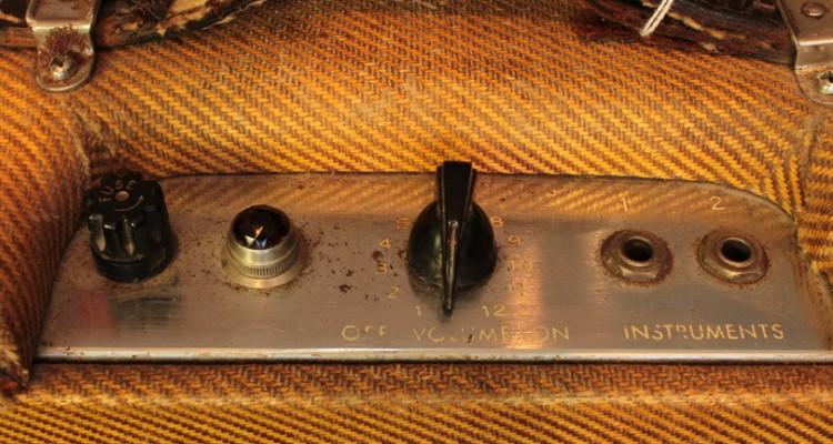 Fender-Champ-Amp-1955-controls