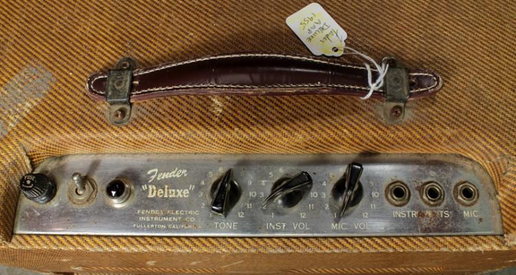 Fender-Deluxe-Amp-1955-panel