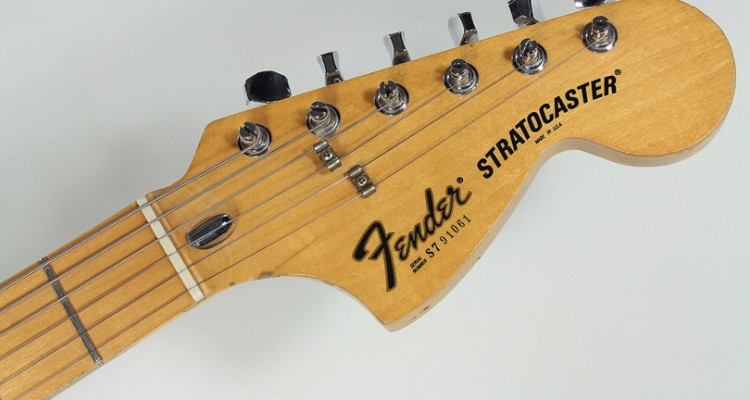 Fender-Stratocaster-Hardtail-Sunburst-1977-head-front-view