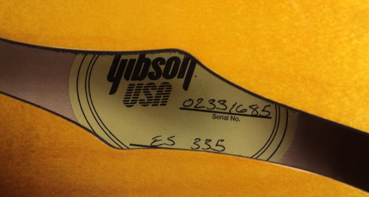 Gibson-ES-135-Tobacco-Burst-2001-label