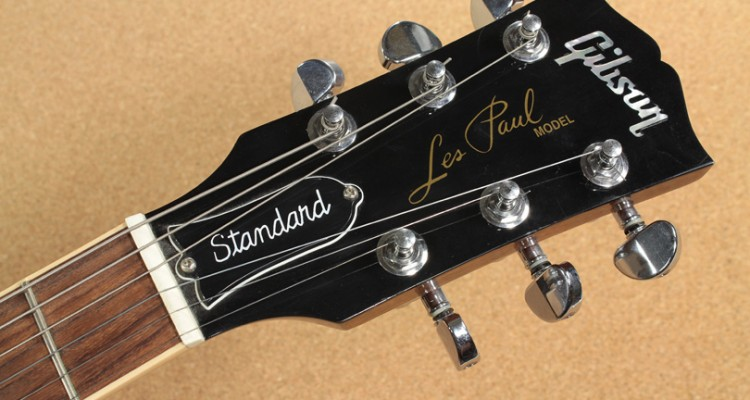 Gibson-Les-Paul-Standard-2001-head-front