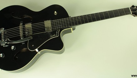 Godin-5th-Avenue-Uptown-GT-black-front-view