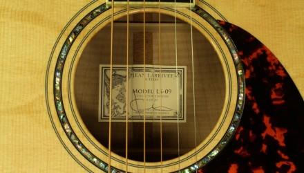 Larrivee-LS-09-Maple-Custom-label