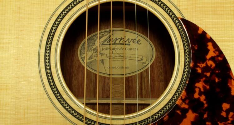 Larrivee-OM-04-Bloodwood-label