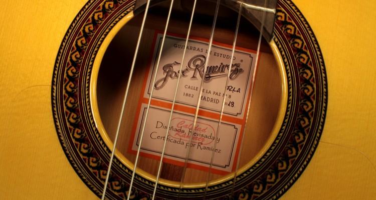 Ramirez-FL1-Flamenco-Guitar-label