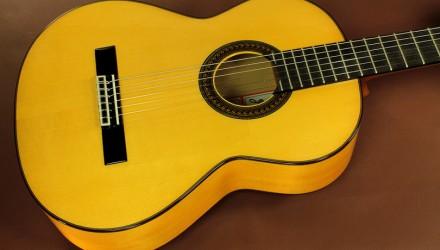 Ramirez-FL1-Flamenco-Guitar-top