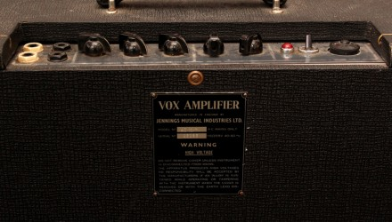 Vox-AC10-2x10-Combo-Amp-1965-controls